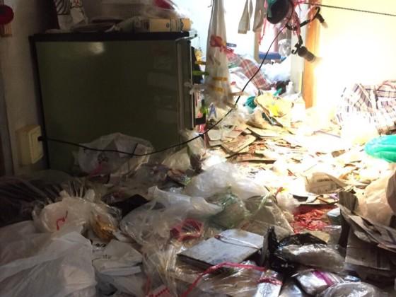 9月9日 大阪府吹田市でマンションの汚部屋状態のゴミ屋敷の片付けをしました。作業写真5