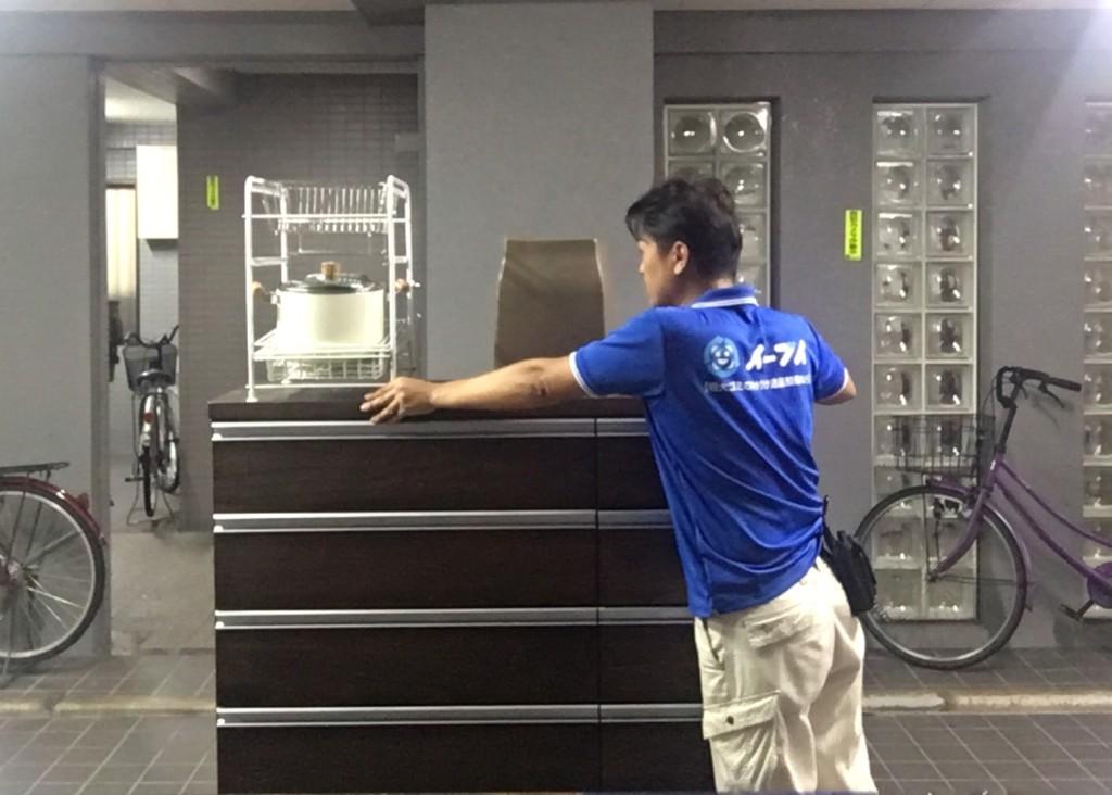 9月30日 大阪府東大阪市でタンスと食器棚の粗大ゴミの不用品回収をしました。写真1