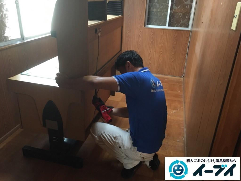 9月10日 大阪府吹田市でタンスや学習机などの家具や粗大ゴミの不用品回収の作業。写真4