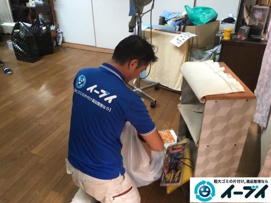 9月4日 大阪府四条畷市で部屋の片付けに伴うソファや粗大ゴミの不用品回収をしました。【リビングの片付け】 回収処分の様子1