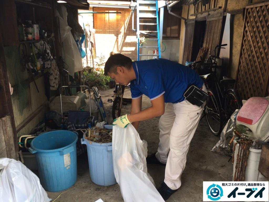 10月13日 大阪府堺市南区でガレージや納屋の廃品や粗大ゴミの不用品回収をしました。写真1