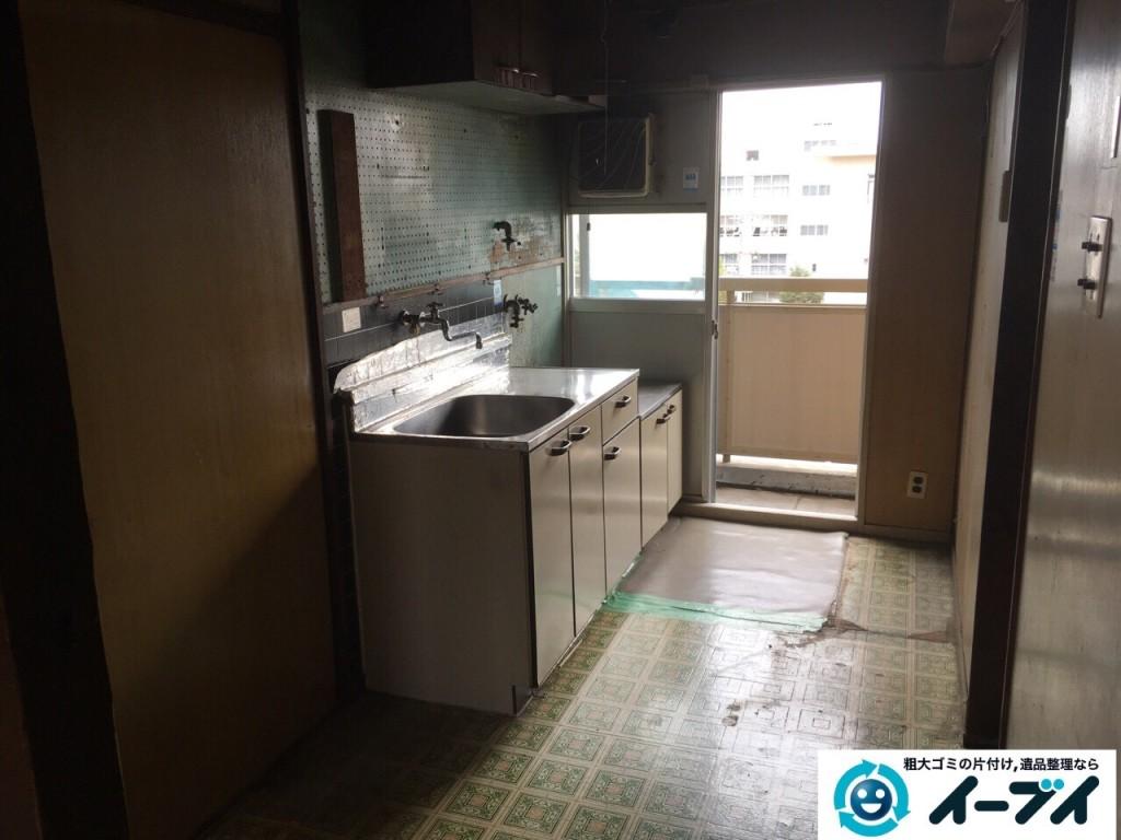 11月8日 大阪府藤井寺市で遺品整理のため家具や粗大ゴミの処分をしました。(台所の作業の様子)写真1
