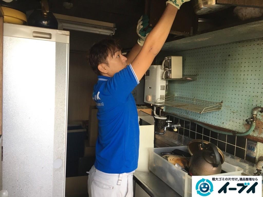 11月8日 大阪府藤井寺市で遺品整理のため家具や粗大ゴミの処分をしました。(台所の作業の様子)写真6