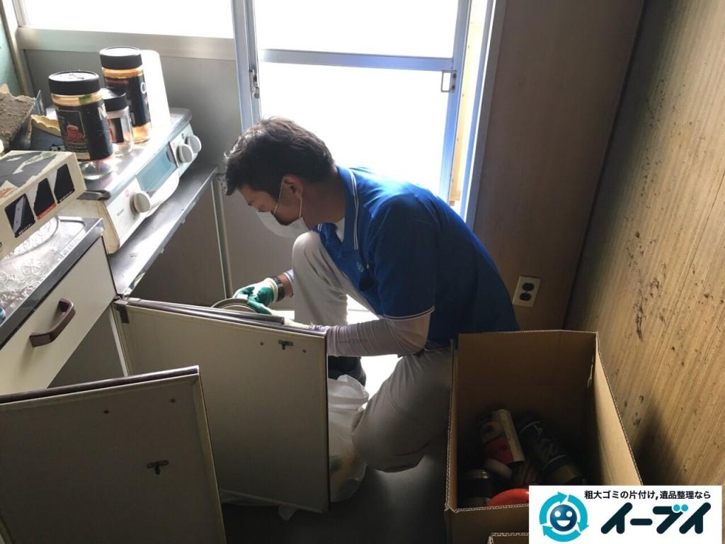 11月8日 大阪府藤井寺市で遺品整理のため家具や粗大ゴミの処分をしました。(台所の作業の様子)写真3