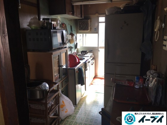 11月8日 大阪府藤井寺市で遺品整理のため家具や粗大ゴミの処分をしました。(台所の作業の様子)写真2