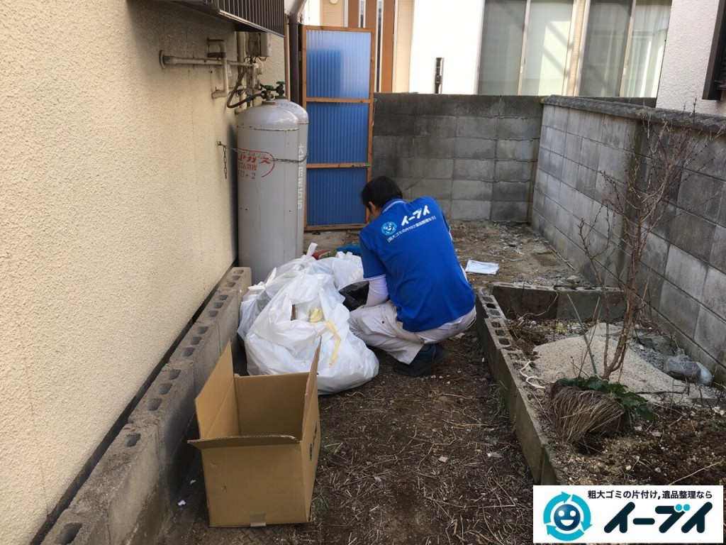 11月25日 大阪府寝屋川市で庭の物置や植木鉢などの廃品や粗大ゴミの不用品回収作業。写真5