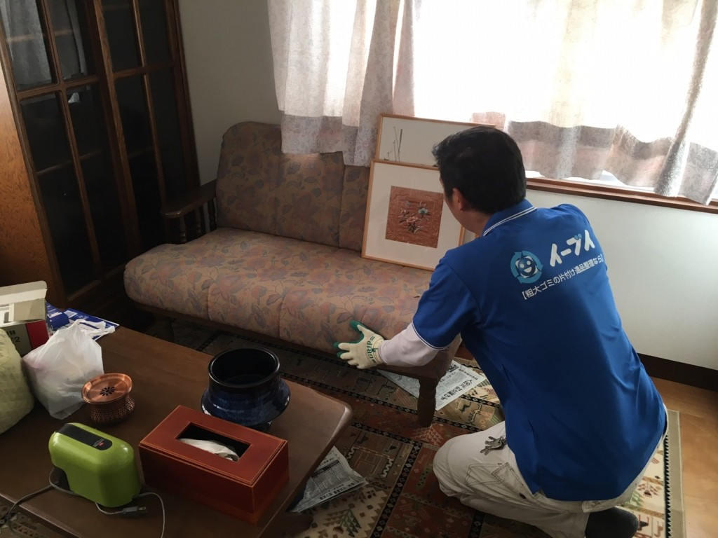 11月28日 大阪府大阪市東淀川区でソファー等の家具や絨毯など粗大ゴミの不用品回収をしました。写真3