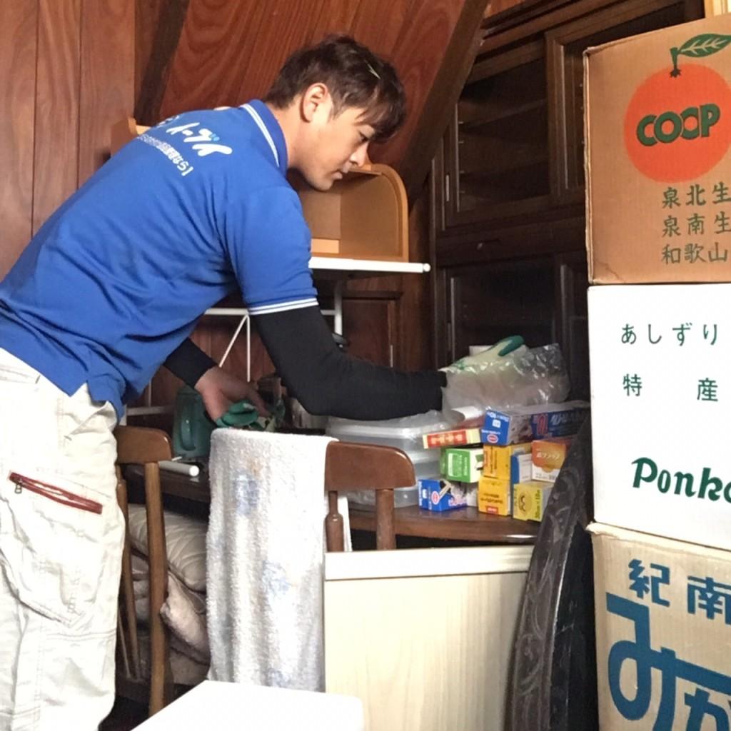 11月29日 大阪府大阪市西淀川区で遺品整理に伴う食器棚の家具や粗大ゴミの片付け処分をしました。写真6