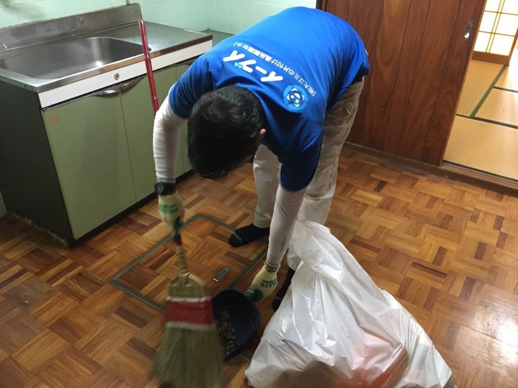 11月29日 大阪府大阪市西淀川区で遺品整理に伴う食器棚の家具や粗大ゴミの片付け処分をしました。写真4