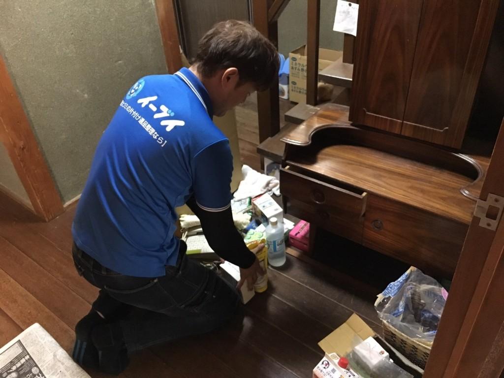 12月26日 大阪府堺市中区で遺品整理に伴いドレッサーや廃品や粗大ゴミの不用品回収をしました。写真3