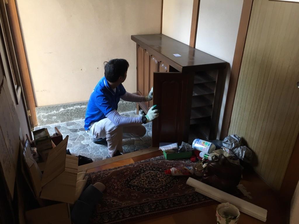 12月20日 大阪府池田市で下駄箱や畳や梯子など不用品回収をしました。写真1
