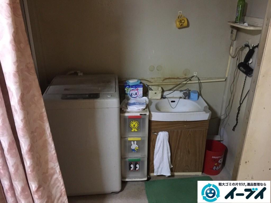 12月28日 大阪府大阪市此花区で洗濯機や家具処分に伴う粗大ゴミの不用品回収作業。写真1