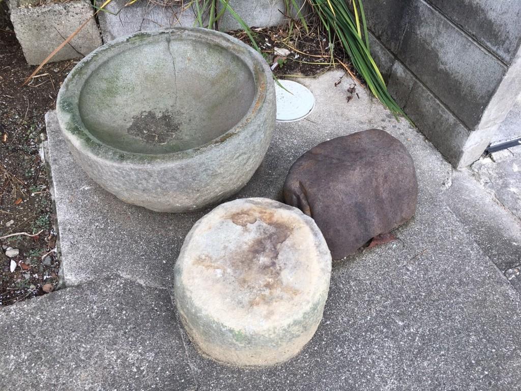 1月16日 大阪府岸和田市で庭の植木や石臼など廃品や粗大ゴミの不用品回収をしました。写真2