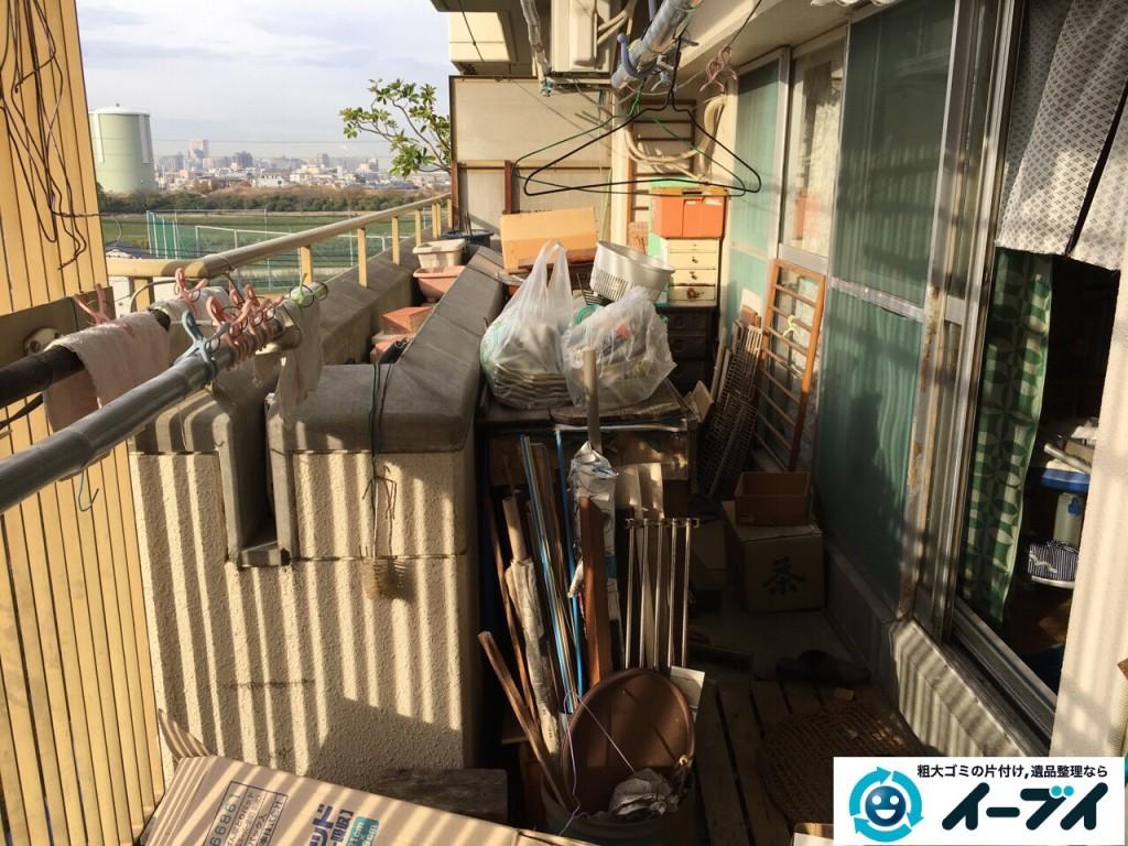 12月7日 大阪府大阪市住吉区でベランダのブロックや廃品など粗大ゴミの不用品回収作業。写真6