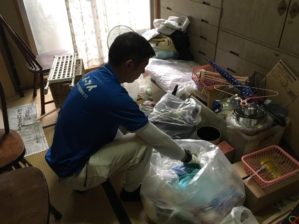 2017年1月23日大阪府堺市美原区で大型家具やイスなど粗大ゴミの不用品回収をしました。写真2
