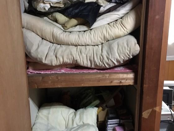2017年2月2日大阪府富田林市で遺品整理に伴い布団や粗大ゴミと家具処分の回収をしました。写真1