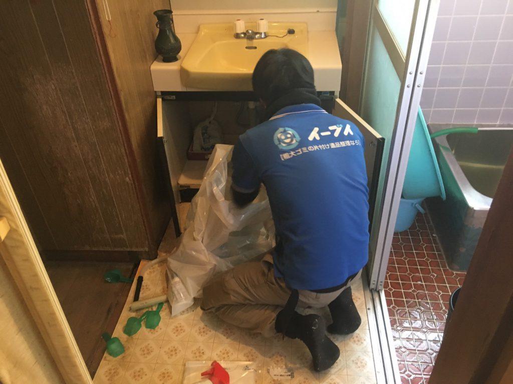 2017年4月13日大阪府大東市で引越しに伴い家具処分や引越しゴミを片付けました。写真