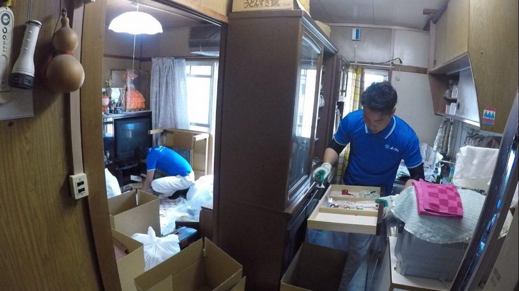 2017年8月19日大阪府能勢町で食器棚や家財道具の粗大ゴミの不用品回収をしました。写真1