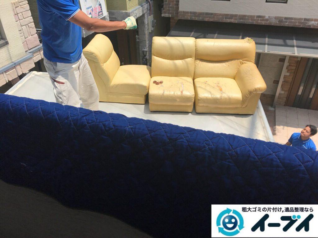 2017年9月9日大阪府大阪市鶴見区でソファーをベランダから吊り作業で不用品回収をしました。写真5