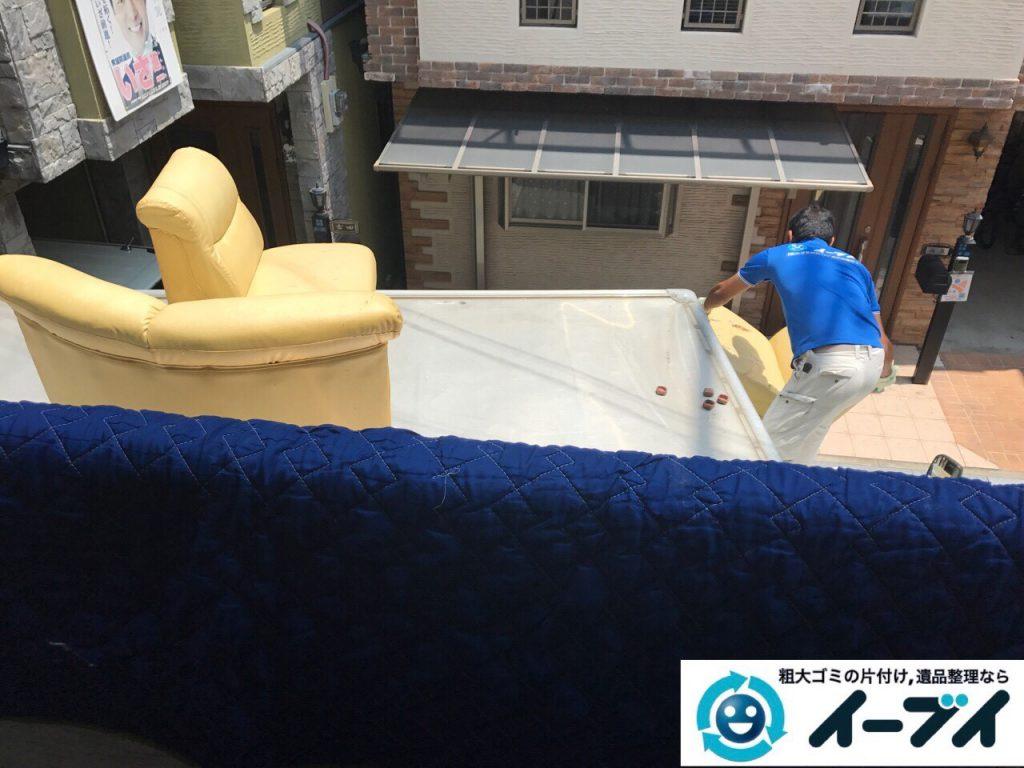 2017年9月9日大阪府大阪市鶴見区でソファーをベランダから吊り作業で不用品回収をしました。写真4