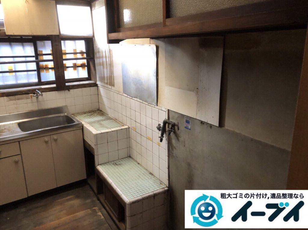 2018年4月20日大阪府大阪市浪速区で台所の生活用品や家具などの粗大ゴミの不用品回収。写真1