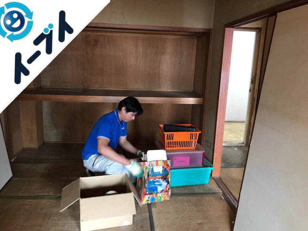 2018年8月25日大阪府河内長野市で二段ベッドや絨毯など粗大ゴミの不用品回収作業。写真1