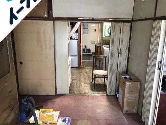 2018年10月4日大阪府大阪市港区で絨毯やタンスの大型家具や家電製品の不用品回収作業。写真3