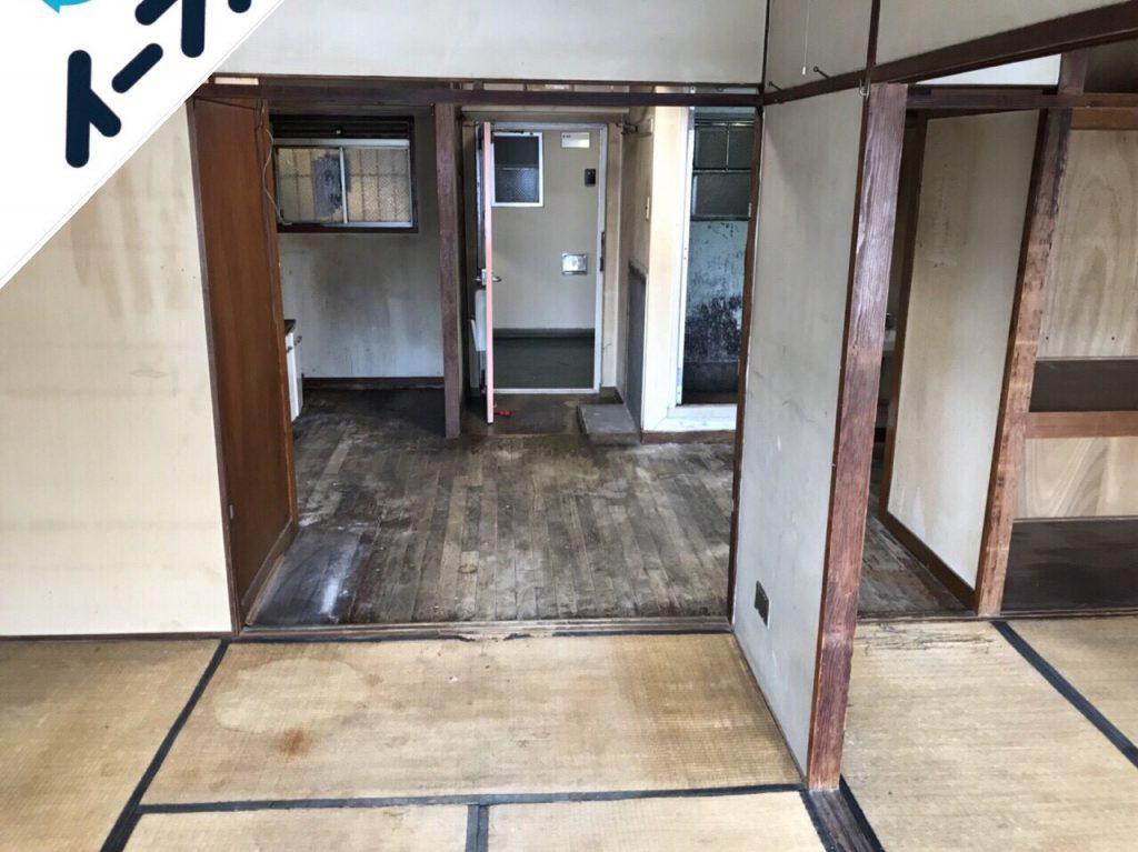 2018年10月4日大阪府大阪市港区で絨毯やタンスの大型家具や家電製品の不用品回収作業。写真2