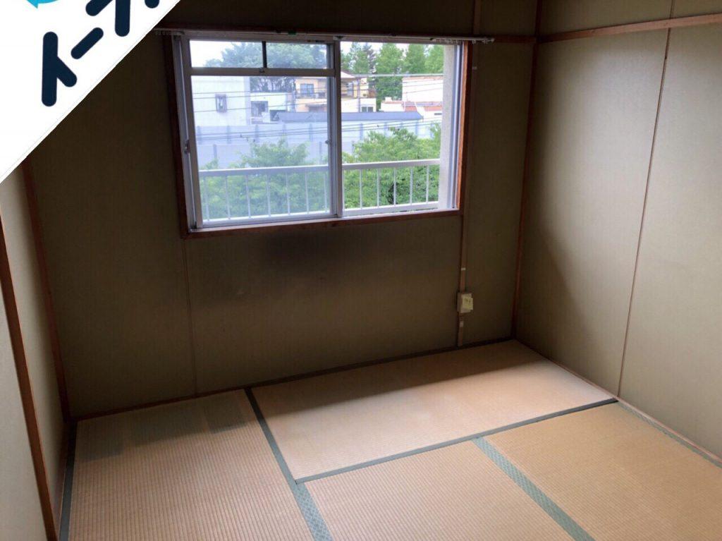 2018年9月18日大阪府島本町で鏡台やタンスの大型ゴミや絨毯などの不用品回収作業。写真1