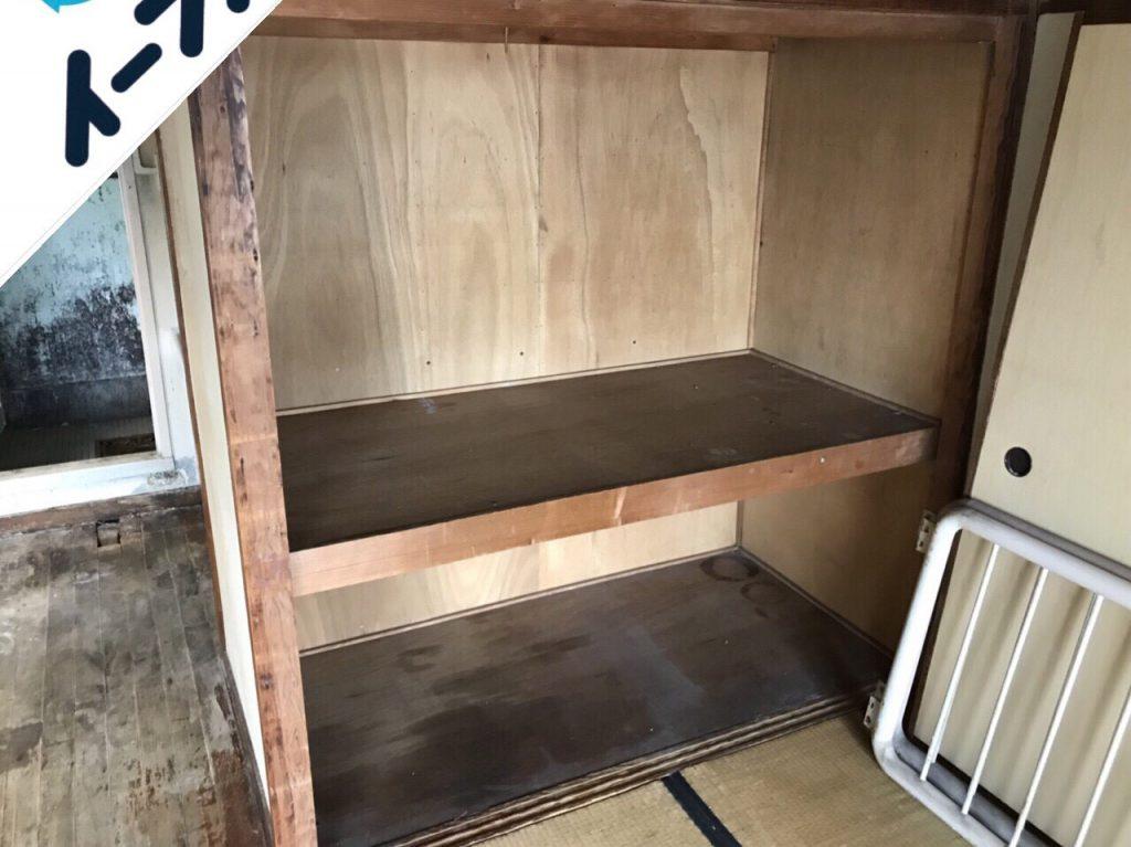 2018年10月7日大阪府大阪市住之江区で本棚や古本と布団など粗大ゴミの不用品回収。写真1