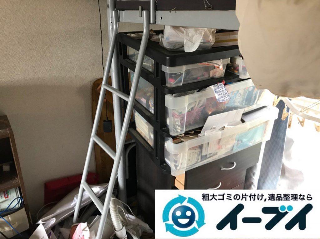 2018年11月19日大阪府大阪市鶴見区でワンルームに散乱したゴミ屋敷状態の汚部屋の片付け作業。写真5