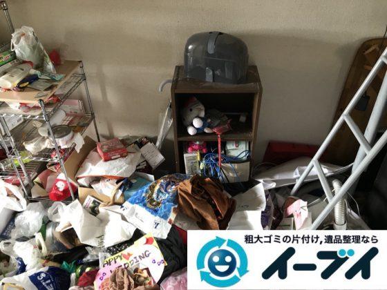 2018年11月19日大阪府大阪市鶴見区でワンルームに散乱したゴミ屋敷状態の汚部屋の片付け作業。写真3