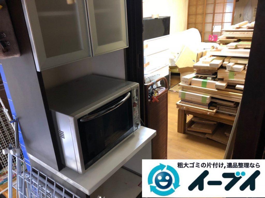 2018年11月30日大阪府大阪市旭区でガスコンロと電子レンジと食器棚の不用品回収をしました。写真2