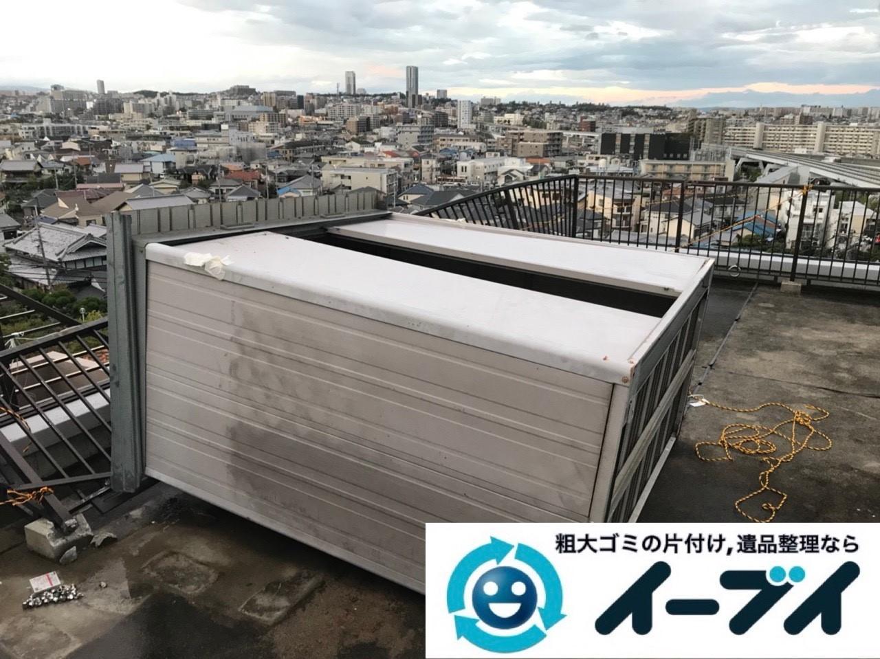 2018年11月17日大阪府大阪市阿倍野区で台風の被害で倒れた物置の解体処分。写真4