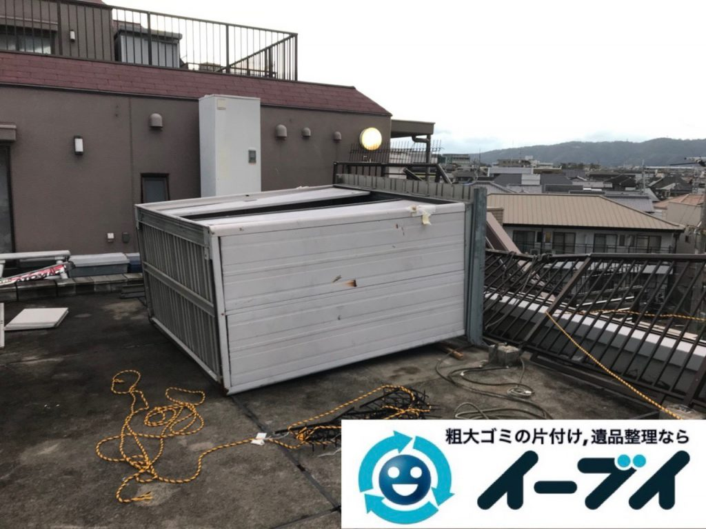 2018年11月17日大阪府大阪市阿倍野区で台風の被害で倒れた物置の解体処分。写真2
