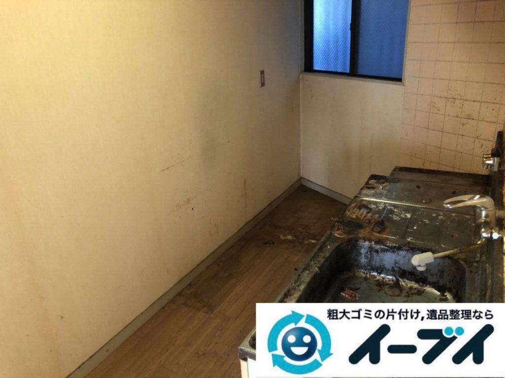 2019年1月7日大阪府堺市北区でゴキブリが大量発生した台所の不用品回収作業。写真4