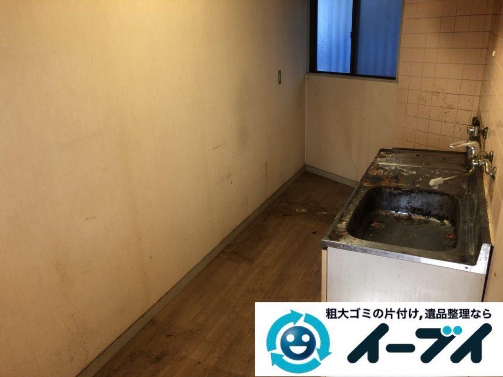 2019年1月7日大阪府堺市北区でゴキブリが大量発生した台所の不用品回収作業。写真2