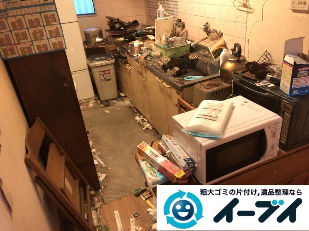 2019年1月7日大阪府堺市北区でゴキブリが大量発生した台所の不用品回収作業。写真1