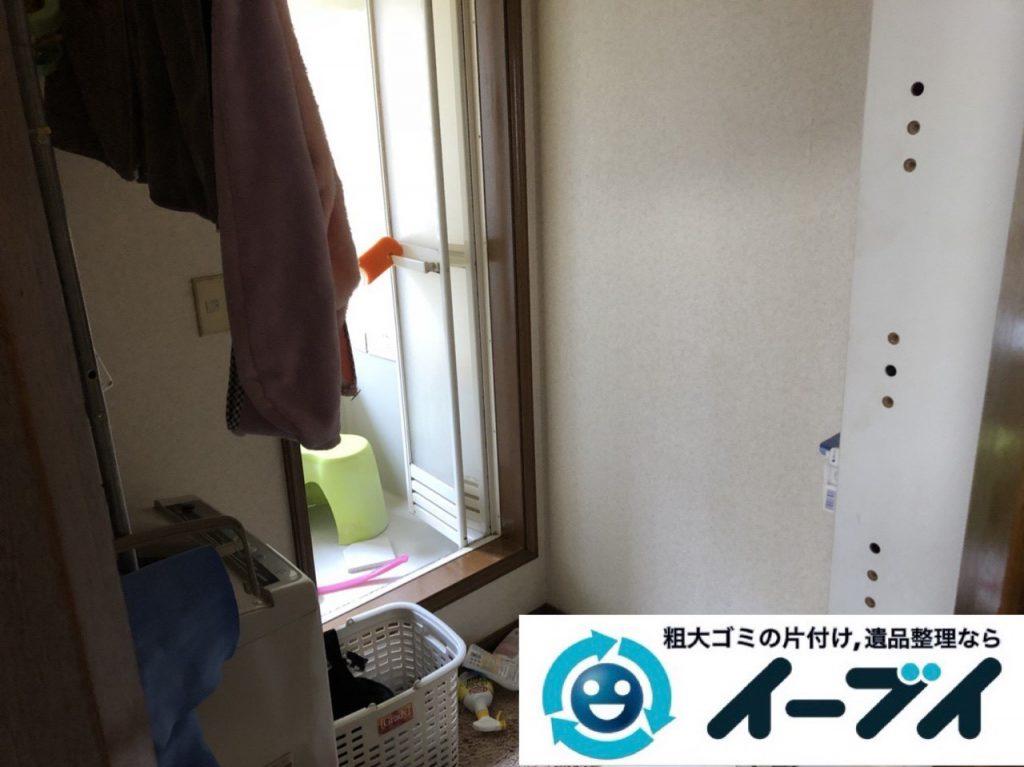 2019年1月10日大阪府八尾市で衣類や雑ゴミが散乱したプチゴミ屋敷の片付け作業。写真3
