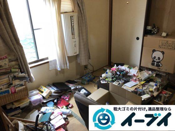 2019年1月8日大阪府大阪市生野区で衣類や日用品が散乱した部屋の不用品回収。写真3