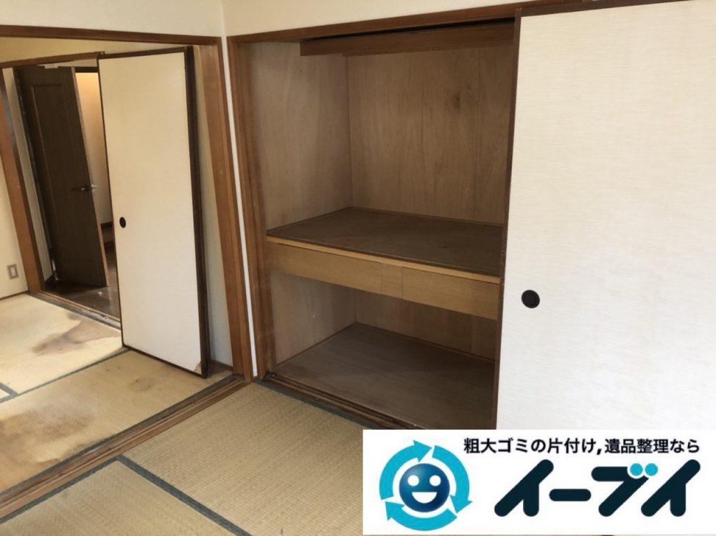 2019年1月8日大阪府大阪市生野区で衣類や日用品が散乱した部屋の不用品回収。写真2