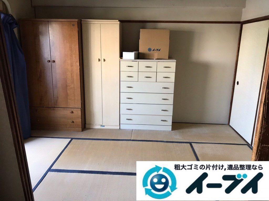 2019年1月14日大阪府大阪市住吉区で衣類や生活用品が散乱したお部屋の片付け作業。写真1