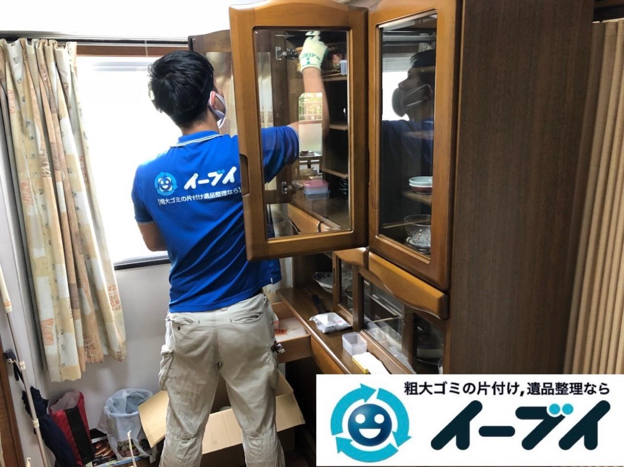2018年12月10日大阪府堺市堺区で遺品整理に伴い家財道具の処分や仕分け作業の様子。写真1