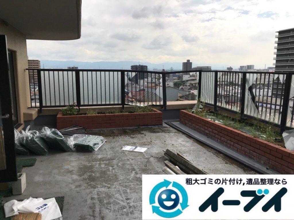2019年1月3日大阪府堺市堺区で台風の被害で壊れた物置の解体回収の様子。写真1