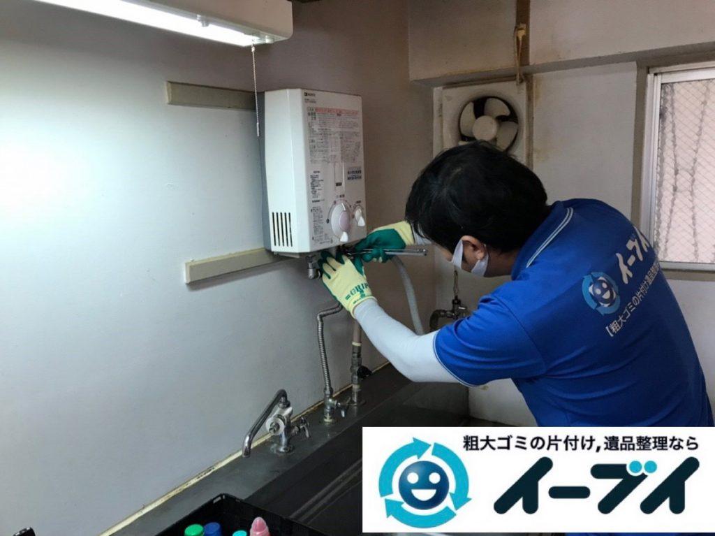 2019年2月19日大阪府河内長野市で台所にある不用品の片付け作業。写真5