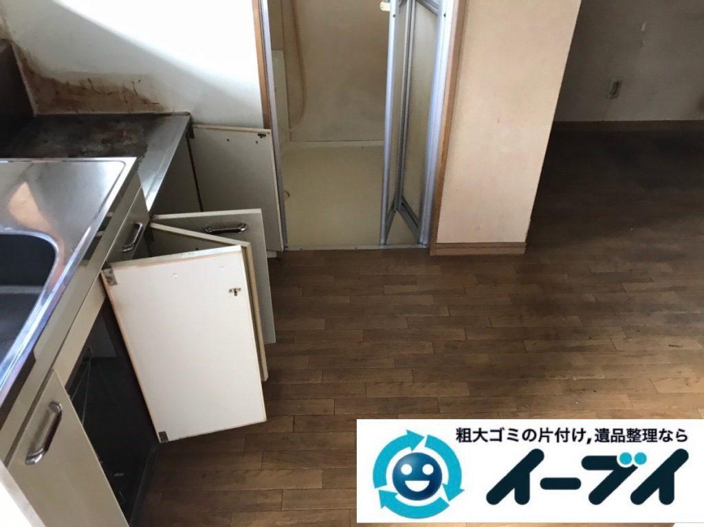 2019年2月6日大阪府大阪市西成区で食器棚の大型家具、洗濯機の大型家電などの粗大ゴミ処分。写真4