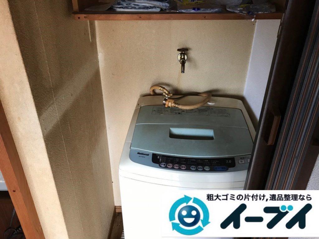 2019年2月6日大阪府大阪市西成区で食器棚の大型家具、洗濯機の大型家電などの粗大ゴミ処分。写真1
