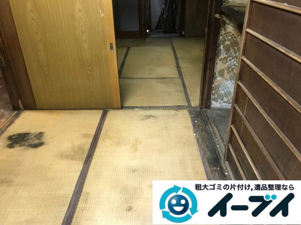 2019年4月8日大阪府吹田市で生活用品や生活ゴミが散乱したゴミ屋敷の片付け作業。写真4