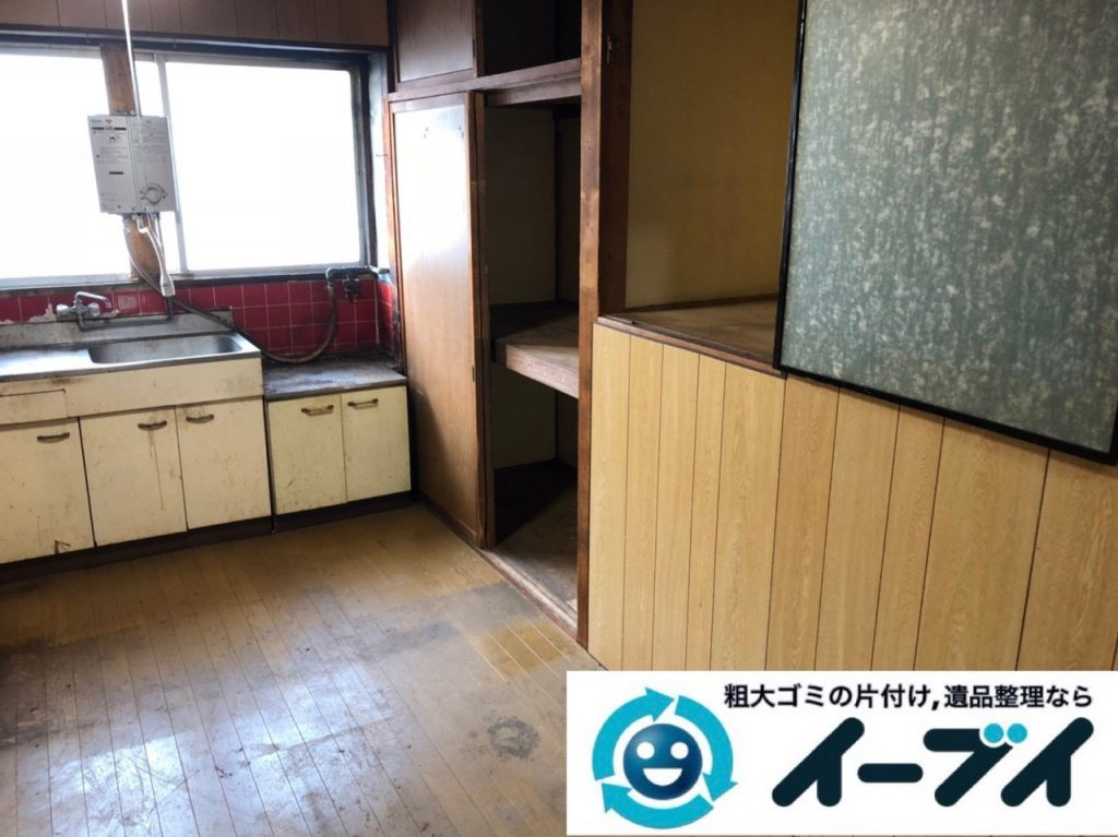 2019年4月10日大阪府堺市中区で生活ゴミや生活用品などが散乱し、ゴミ屋敷化した汚部屋の片付け作業。写真3