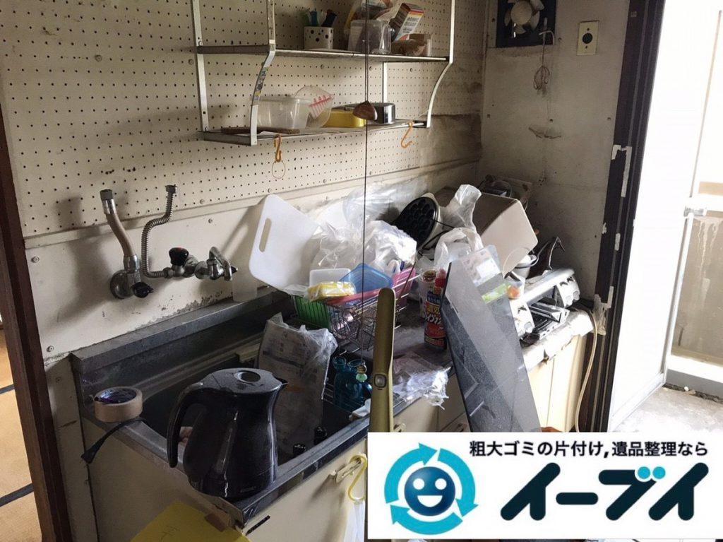 2019年3月13日大阪府堺市南区で物やゴミが散乱した台所の不用品回収。写真3